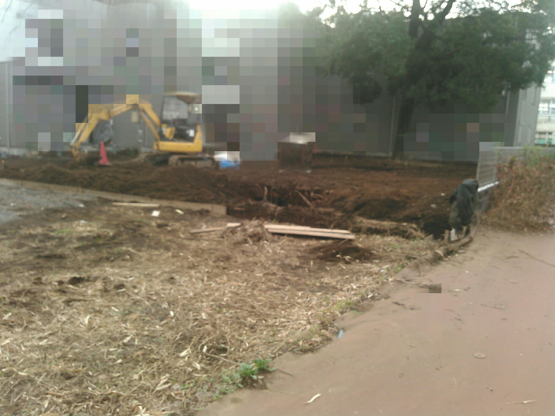 建設業川口市、戸田市、さいたま市 エクステリア外溝 職人募集! 写真はブロック根切り 路盤整地工事。